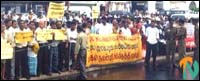 protest_colombo_2_060701.jpg