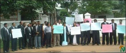 Judicial officials demonstrate