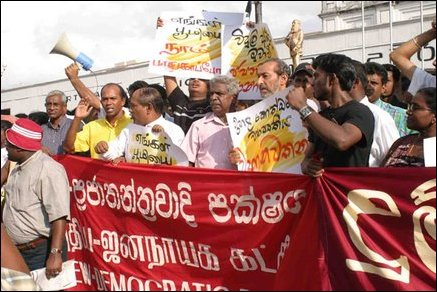 Demonstrants, People's Campaign Against Upper-Kotmale Project