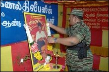 LTTE leader paying homage to Lt. Col. Thileepan