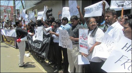 Journalists protest against SL military harassment