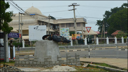 Gandhi statue at Mullaiththeevu