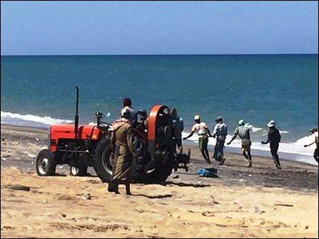 Occupying Sinhala fishermen in Kokku'laay