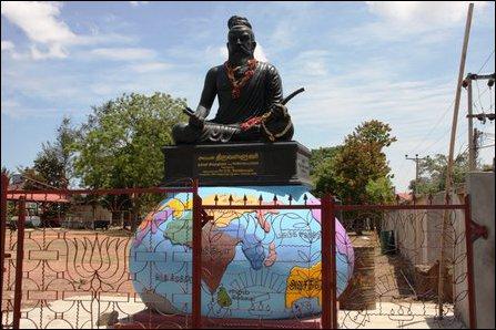 Va'l'luvar statue at Karaichchi