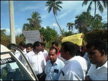 Ma'ndai-theevu protest against land grab for SLN in Ma'nadaitheevu