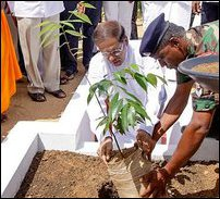 Maithiripala Sirisena taking part in Poththuvil vihara ceremony